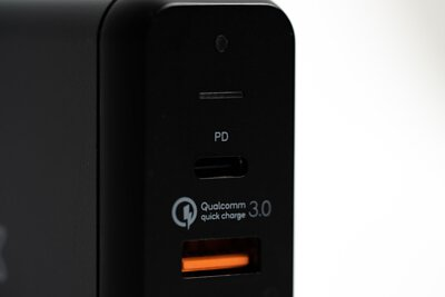 TOMMOX PowerCenter 4 Pro充電器:「最高75W輸出!出國帶的充電器,唯一推薦!」