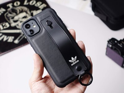真。adidas 官方生產 iPhone 手機殼!支架釦環炸多功能開箱,引爆運動魂!