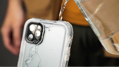 【連假玩爆】戲水 Apple 配件這樣選!iPhone、AirPods 下水不濕身