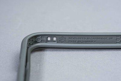 淺灰款犀牛盾MODNX手機殼特寫
