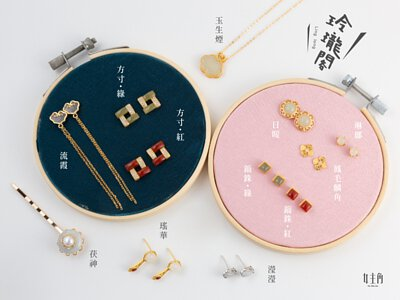 女主角飾品玲瓏閣系列中的所有針式耳環及夾式耳環及項鍊及手鍊及戒指及髮夾