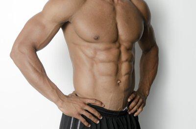 健身者,在強力的運動過後,可利用震動筋膜槍來放鬆深層的肌肉,減少沾黏。