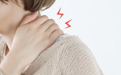 肩頸痠痛不斷的困擾你嗎?上班維持相同姿勢過久,導致烏龜頸或富貴包產生,要記得不斷的提醒自己正確的姿勢外,還要適度的運動、休息,痠痛的時候也別忘了好好按摩喔!
