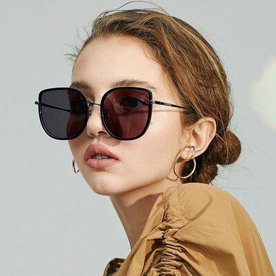 "<img src=""lapiz-sensible-sunglasses-project-zero.jpeg"" alt=""lapiz-sensible-sunglasses-project-zero"">"