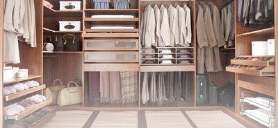 剛洗完澡,浴室和更衣室濕度大幅提高,尤其擔心更衣室裡的衣服發霉!