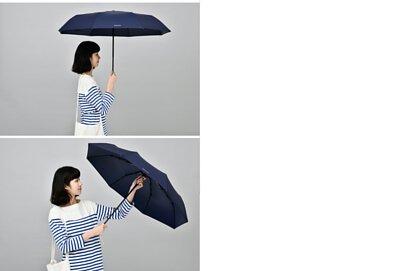 搭配藍色的T2楓木傘