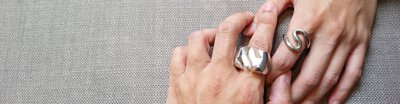 mittag jewelry提供 1元手工敲字和電腦雷射雕刻的客製化服務,讓您的禮物超特別