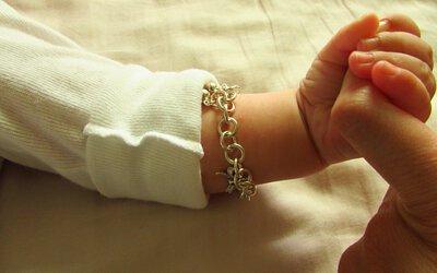 送給新生寶寶銀飾有助身體健康