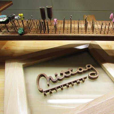 mittag銀飾的金工工作桌與招牌由木微加家具品牌製作