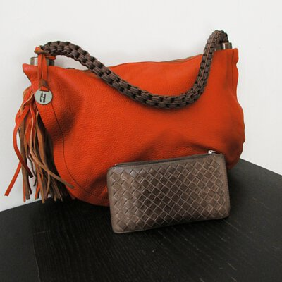 ea手工皮件品牌的側背包與皮夾飾小編的最愛