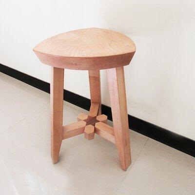 mittag銀飾員工喜愛親自手作木工,此為手工木椅子
