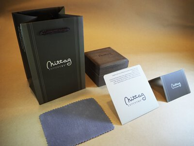 送禮包裝:拭銀布+保卡+品牌包裝盒+品牌提袋