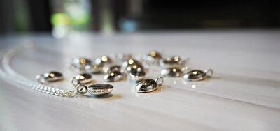 mittag珠寶使用Fairmined公平採礦認證貴金屬後的第一個商品:公平貿易咖啡豆純銀項鍊飾品