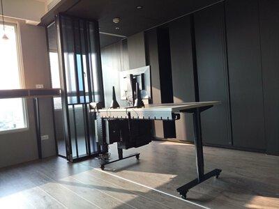 電動升降桌及相關整線配件