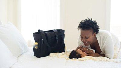 吸乳: 給寶寶哺餵母乳