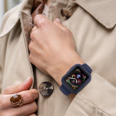 戴著JTLEGEND Apple Watch Doux藍色防摔保護殼的手