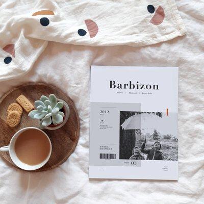 質感雜誌放在床上旁邊擺著愛的植物與小點享受生活