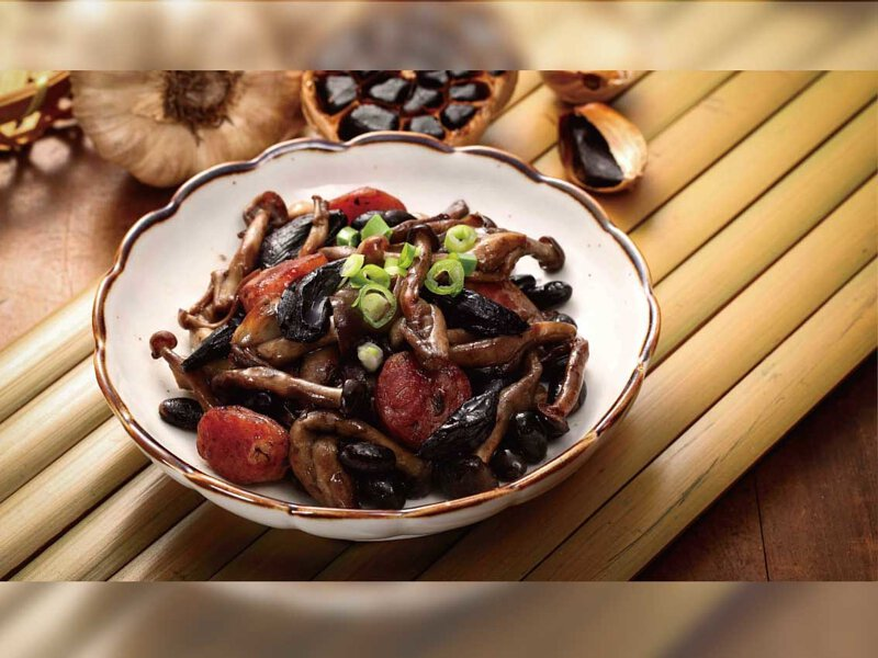 野蕈黑蒜炒黃豆
