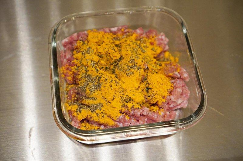 醃製絞肉, 薑黃粉, 黑胡椒