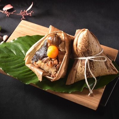 六福快樂如意粽嚴選國宴食材雲林快樂豬入粽,並以六福客棧主廚手藝調配獨家醬汁,每一口均能品嚐到滿滿心意。