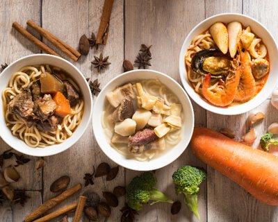 六福皇宮三大招牌必點麵品:「本幫醃篤鮮高湯麵、南洋極品叻沙海鮮麵、極黑和牛牛肉麵