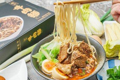 在家輕鬆品嚐五星美食宅配美食推薦、六福皇宮主廚精選三款麵品、極品牛肉麵、南洋叻沙、上海醃篤鮮、五分鐘即時美味