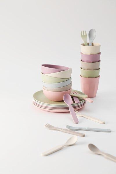 粉彩色餐具堆疊