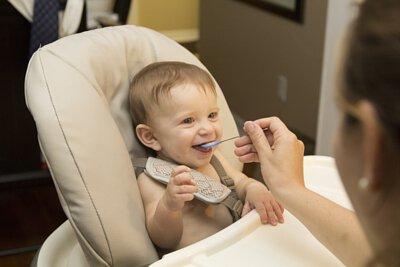 但由於一歲以下嬰兒的消化和免疫系統還未發育完整,因此會受這種桿菌影響,就算是經過巴氏滅菌法(Pasteurization) 也仍有殘留的桿菌,因此一歲以下嬰兒不能食用。