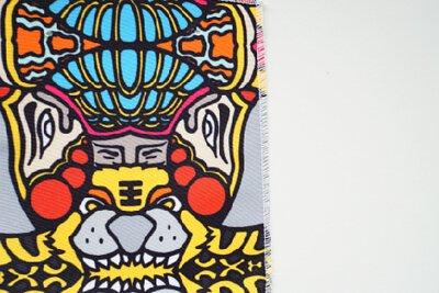 台灣信仰的大雜燴印花設計,有媽祖保生大帝和神龍大帝