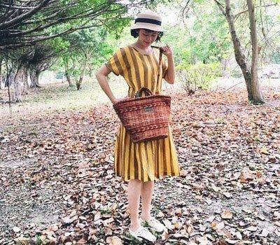 黃小珊穿著向日葵之夏條紋洋裝