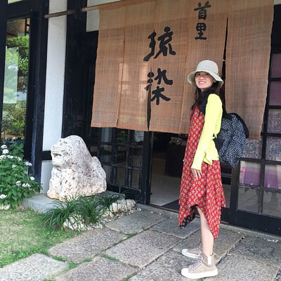 穿奶茶色中筒麂皮軟餅乾鞋玩沖繩