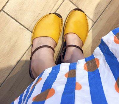 黃小珊的咬一口三穿式真皮涼拖鞋夏日穿搭