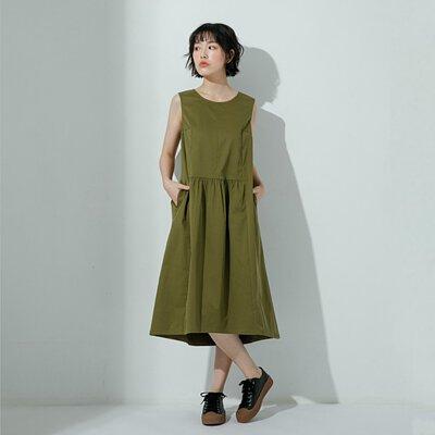 軍綠色無袖低腰圓領口袋洋裝