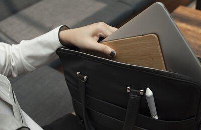 """<img src="""" woodpad drawing pad. jpeg""""  alt=""""woodpad 極致輕薄,放入包包"""">"""