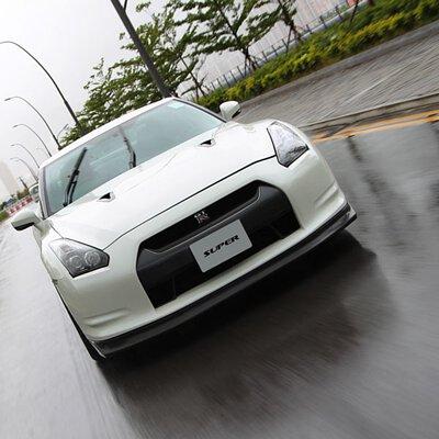 Nissan gtr r35 driving autobody hong kong super resurs road