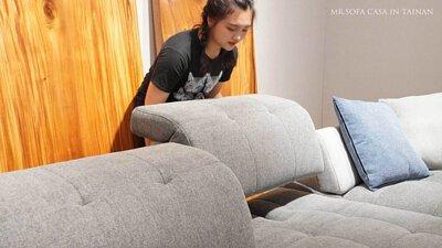 沙發當床舒適又寬敞,椅背也可以往後移動~