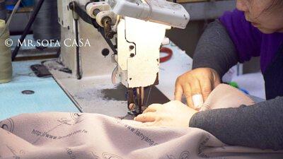 阿姨們可都是老練的裁縫高手呢