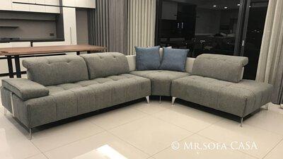雙功能沙發頭枕可五段式調節,椅背也能前後移動