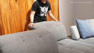 雙腳能輕鬆地踏在地板上,就是最符合你的沙發深度