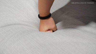 沙發需擁有足夠支撐力及彈性且軟硬適中
