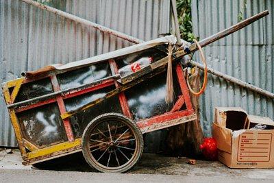 經過一番大掃除後,清理出許多需要回收的大型傢俱