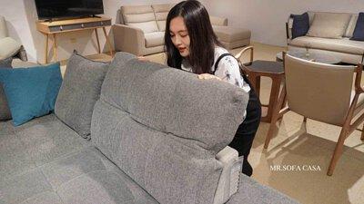 雙功能沙發的頭枕有五段式調整