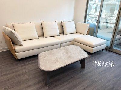 許多人會選擇灰白、米白的沙發,讓家中整體看起來明亮寬敞