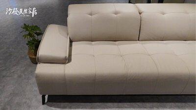 沙發椅身離地15公分讓你可以輕易地掃除灰塵,幫家裡每一處都收拾乾乾淨淨。
