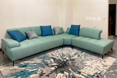 雙功能沙發為體型較龐大的L型沙發,讓每個人都有舒適寬敞的專屬座位。