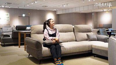 琳瑯滿目的沙發,還有提供餐桌、餐椅、茶几和床墊等多種商品