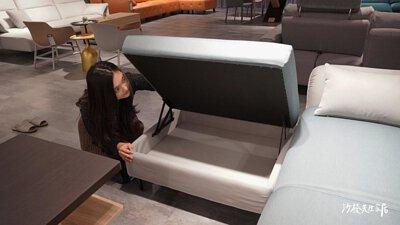 最後尼可還在腳椅裡設計了一個收納空間