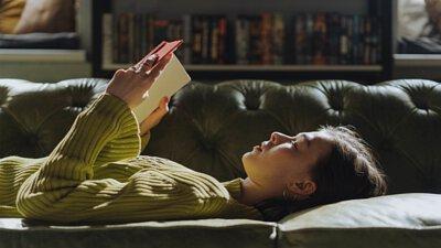 當你的思考完全地沉浸在書中,一抬頭你會發現天色也暗了!