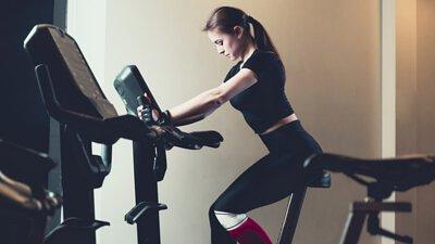 德立斯的自行車訓練器可以偵測選手雙腳的踏力是否平均,以達到最佳的速度輸出效率。