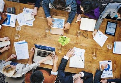 t-Lab 創新創業加速器,就是整合了德立斯的企業集團資源、創投資金和育成中心的優勢,提供給創新、創業團隊一個工作平台,提高創新構想落地的可行性,也讓創業的過程更有效率、風險更低的計畫